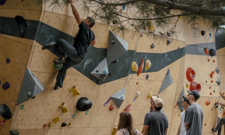 event :  rental of bouldering walls, Nomad Summit